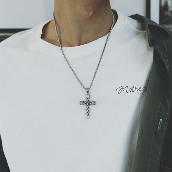 《QBOX 》FASHION 飾品【C21N1735】精緻個性歐美復古麻花狀圓柱十字架鑄造鈦鋼墬子項鍊/掛飾