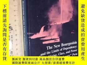 二手書博民逛書店英文原版罕見The New Bourgeoisie and the Limits of Dependency: M