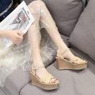 涼鞋高跟坡跟涼鞋女夏季新款厚底防水台一字扣帶百搭露趾羅馬女鞋 可然精品
