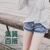 牛仔短褲--涼爽率性刷破水波紋皺褶感側邊亮片牛仔熱褲(牛仔藍S-7L)-R66眼圈熊中大尺碼◎