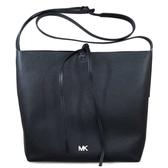 MICHAEL KORS Junie 金字Logo鵝卵石紋素面輕量皮革斜背包(黑色)-30T8TX5M3L