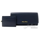 茱麗葉精品【全新現貨】MIU MIU 5MH109 浮雕LOGO全牛皮雙扣式長夾.深藍