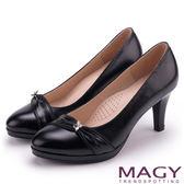 MAGY 美女系專屬 羊皮抓皺水晶花朵飾釦高跟鞋-黑色