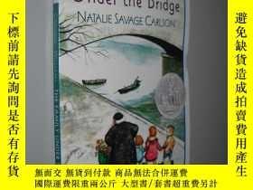 二手書博民逛書店The罕見Family Under the Bridge 橋下一