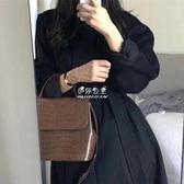 手提包  韓國純色手提鱷魚紋小方包氣質休閒單肩斜挎復古女包 『伊莎公主』