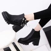 女式靴子 新款馬丁靴女時尚歐美英倫休閒高跟粗跟純色復古短筒靴子 俏腳丫