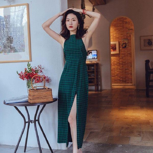 梨卡 - 沙灘裙女顯瘦復古格子三亞海邊度假裙露背性感掛脖吊帶連衣裙C6432