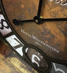 [協貿國際]   彩色字母鐘壁掛咖啡廳牆面裝飾鐘家居裝飾品  (1入)