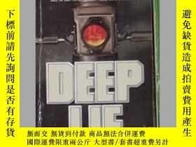 二手書博民逛書店英文原版罕見Deep Lie by Stuart WoodsY1