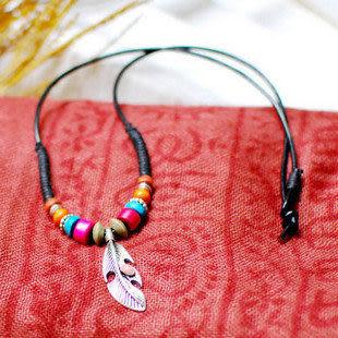 民族風皮繩藏銀羽毛項鏈