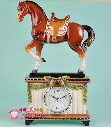 【協貿國際】家居禮品馬到成功西洋馬坐鐘陶瓷擺件