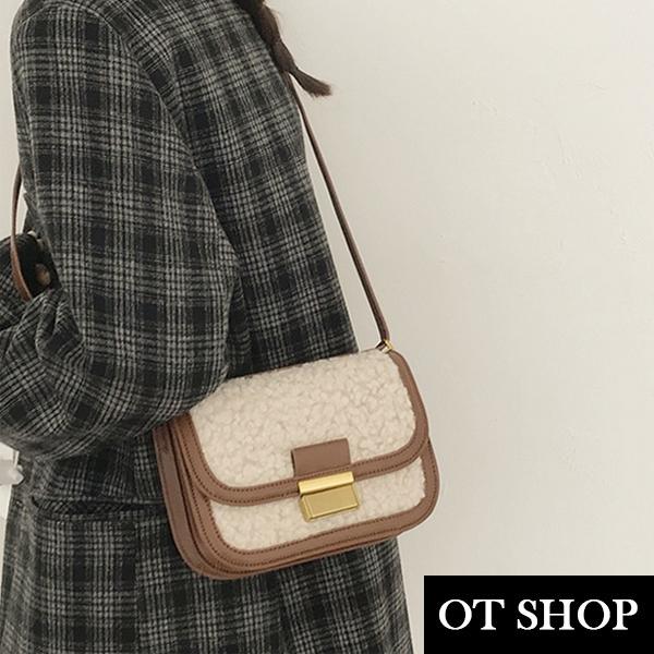 OT SHOP [現貨] 側肩背 斜肩背 斜跨 小方包 翻蓋包 毛絨包 韓系復古皮革搭配羊羔毛 配件 米白 H2099