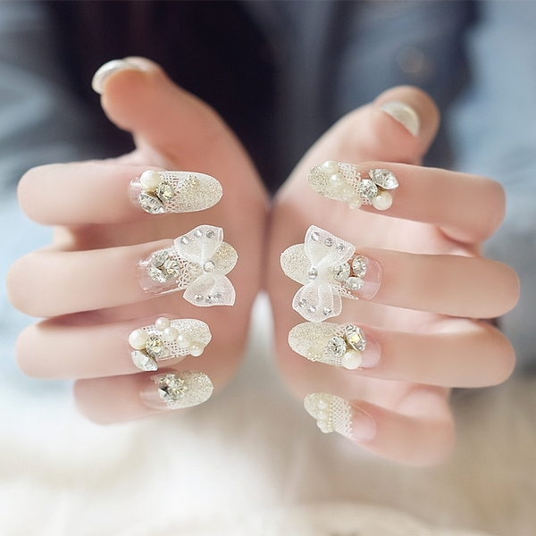 限定款光療感指甲油婚紗拍照成品假指甲 銀色大蝴蝶結蕾絲法式假指甲貼片甲片配外套皮衣風衣