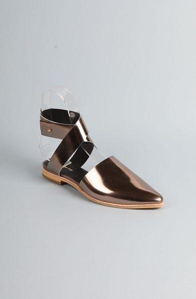 ALL BLACK  鏡面交叉平底 鞋 (槍身)
