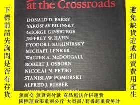 二手書博民逛書店Perestroika罕見at the Crossroads十字