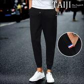 潮流長褲‧口袋小布標設計抽繩鬆緊羅馬布縮口長褲‧一色‧加大尺碼【NTJBXK703】-TAIJI-