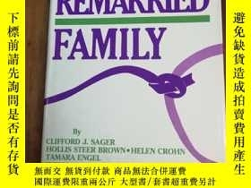 二手書博民逛書店Treating罕見The Remarried Family..