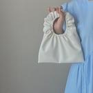 手提包 云朵包女新款軟皮褶皺包少女凹造型可愛餃子手拎包【快速出貨八折鉅惠】