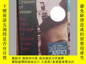 二手書博民逛書店英文原版罕見The Lost Children of Wilde