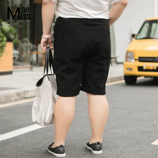 Miss38-(現貨)【A04416】大尺碼短褲 寬鬆休閒 五分寬褲 工作褲 素面黑色 棉麻鬆緊腰 及膝褲-中大尺碼