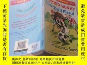 二手書博民逛書店Horrid罕見Henry and the Football Fiend可怕的亨利和足球迷Y200392