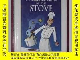 二手書博民逛書店原版Wizards罕見at the Stove by Hilde