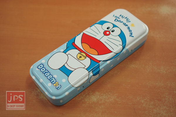 哆啦A夢 大寬雙層鐵筆盒 (坐 揮手)