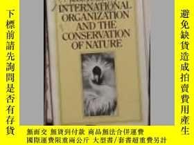 二手書博民逛書店英文原版罕見International Organization