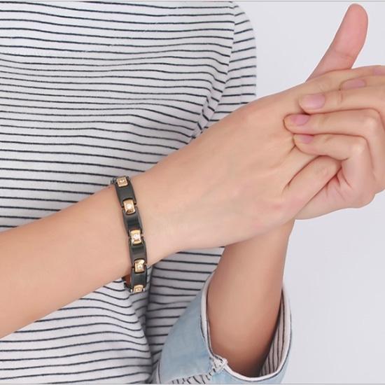 《QBOX 》FASHION 飾品【BCBRM-009】 精緻個性質感黑金色鑲黑膽石陶瓷鈦鋼手鍊/手環