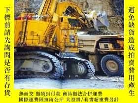 二手書博民逛書店The罕見world of Monster Machines : Giant Heavy Construction