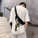 斜挎包男側背包胸包男帆布單肩包運動背包女小挎包腰包【愛物及屋】