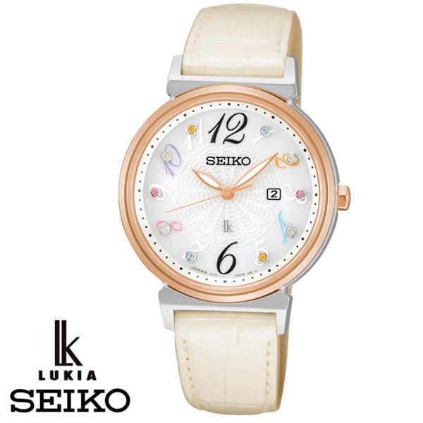 SEIKO LUKIA 太陽能彩色數字簡單三針米白色皮帶女錶 32mm SUT264J1 V137-0BW0S | 名人鐘錶