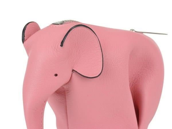 ■專櫃68折■2019新品 ■全新真品 Loewe 經典小牛皮大象零錢包 糖果粉