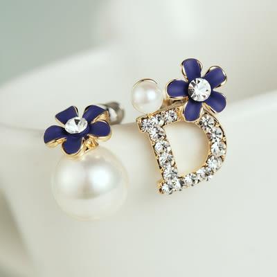 【NiNi Me】夾式耳環 鑲鑽D字珍珠花朵不對稱夾式耳環 夾式耳環 E0013