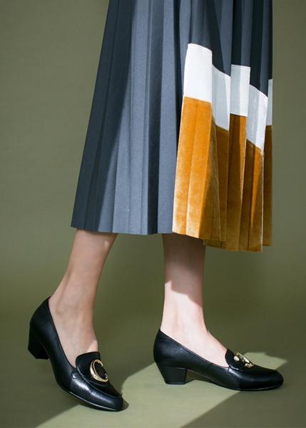 TASC字飾釦羊皮樂福粗跟鞋-人氣黑