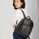 珠光膠防潑水專業面料 品牌LOGO內裡 可掛行李箱拉桿 內側水壺固定設計 耀眼絢麗,漫步時尚尖端
