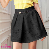 【SHOWCASE】鏤空玫瑰裝飾皮帶打褶短裙(黑)