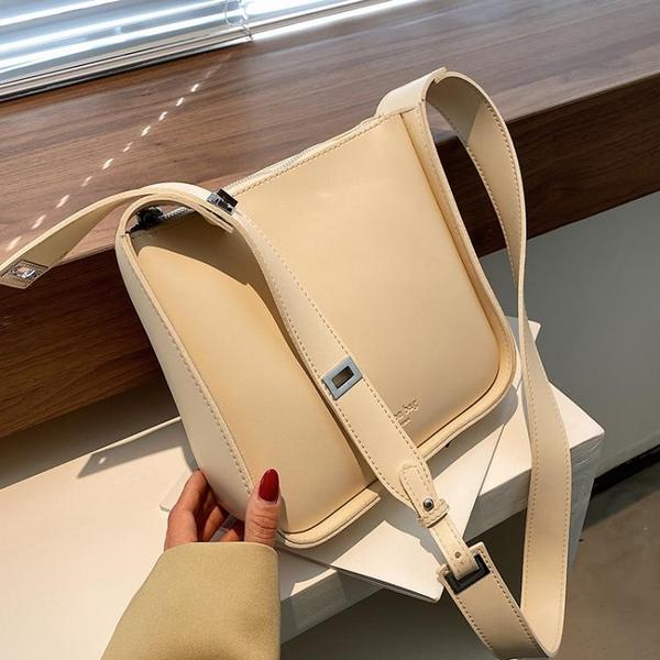 水桶包 今年流行包包女夏2021新款潮時尚寬帶斜背包網紅百搭單肩包水桶包 晶彩 99免運