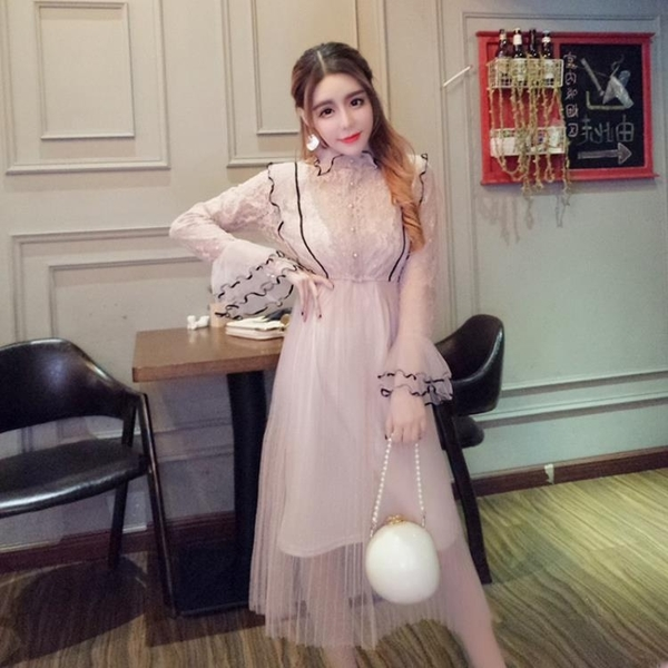 2018春季新款女裝韓版氣質蕾絲喇叭袖網紗拼接洋裝 吊帶裙套裝