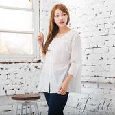 【ef-de】漢神春夏 鏤空緹花環領壓摺紋薄透寬版上衣(白)