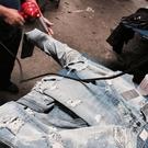 歐美水洗做舊大破壞側拉鍊修身牛仔褲膝蓋貓須破洞 大尺碼