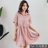 【天母嚴選】清新直條紋排釦綁帶襯衫領連身洋裝(共二色)