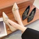 尖頭鞋.法式復古風雙環金屬釦酒杯低跟包鞋.白鳥麗子