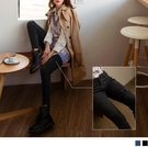 褲管方形破損感設計搭配褲腳不收邊展現有型個性 高腰排扣與窄管褲版型展現帥性風采
