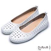 DIANA隨性原色--俏麗圓孔鏤空真皮縫布造型平底鞋(白)★特價商品恕不能換貨★