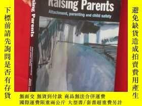 二手書博民逛書店Raising罕見Parents: Attachment, Pa