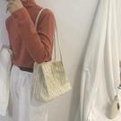 ins風包包女新款潮時尚毛線水桶包泫雅風手工編織側背斜背包 麗人印象 全館免運