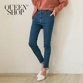 Queen Shop【04011275】純色褲腳鬚邊合身牛仔褲 S/M/L*預購*