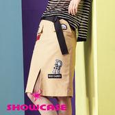 【SHOWCASE】個性圖標造型前開衩及膝窄裙(卡其)