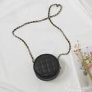 包包女包最新款韓版百搭純色迷你小圓包菱格側背斜背錬條包 黛尼時尚精品